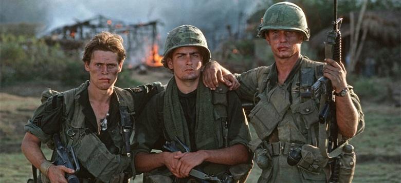 Platoon_1986_Film_Kritik_Trailer